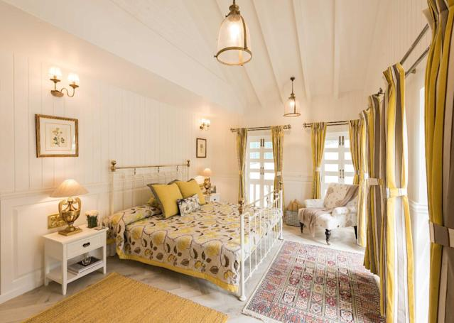 With its white-wood wall panels and colonial style furniture, this lemon-toned bedroom transports you to a cosy cottage straight out of a book.
