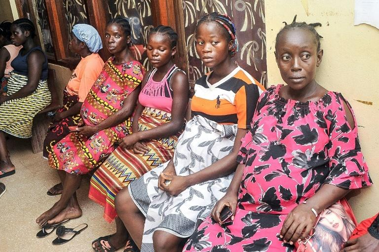 Patients waiting at Phebe Hospital's maternity unit (AFP Photo/Zoom DOSSO)