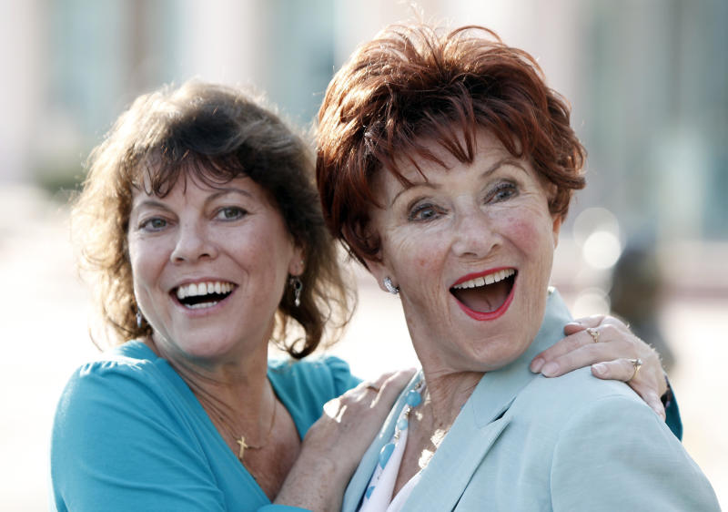 """FILE - In this June 18, 2009 file photo, actresses Erin Moran, left, and Marion Ross pose together at the Academy of Television Arts and Sciences' """"A Father's Day Salute to TV Dads"""" in the North Hollywood section of Los Angeles. Moran, the former child star who played Joanie Cunningham in the sitcoms """"Happy Days"""" and """"Joanie Loves Chachi,"""" has died at age 56. Police in Harrison County, Indiana said that she had been found unresponsive Saturday, April 22, 2017, after authorities received a 911 call. (AP Photo/Matt Sayles, File)"""