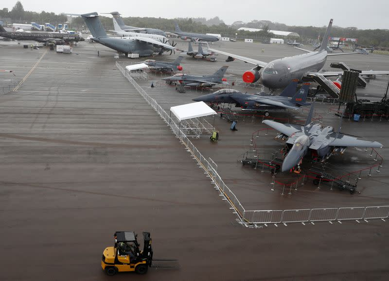 Airline growth hit as virus depletes Singapore Airshow