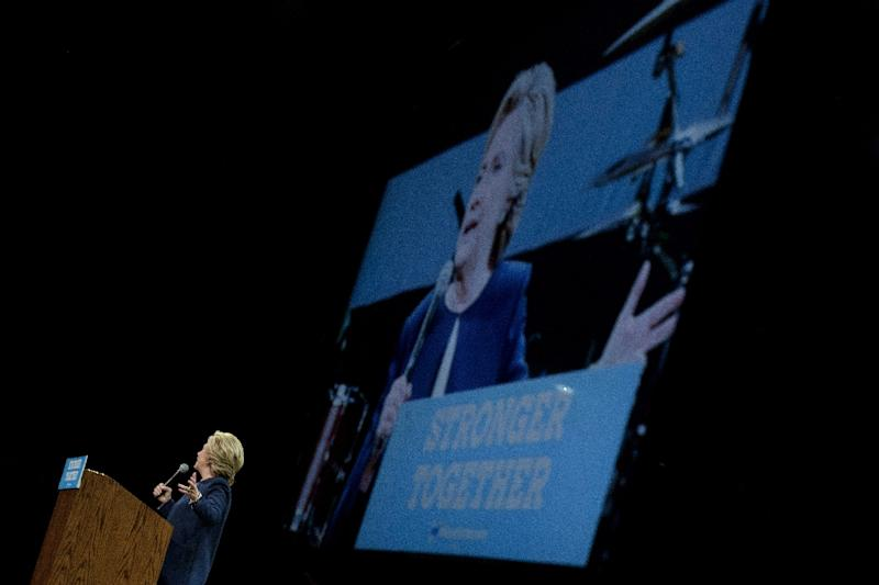 Democratic presidential nominee Hillary Clinton speaks to supporters during a fundraiser on October 13, 2016 in San Francisco, California (AFP Photo/Brendan Smialowski)