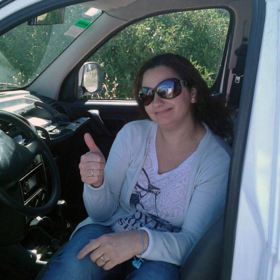 Maria Mariangeli is seen giving the thumbs up while smiling and sitting in a car. Source: CEN/Australscope