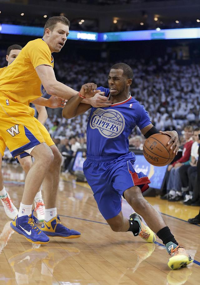 Los Angeles Clippers guard Chris Paul tries to get around Golden State Warriors forward David Lee during the first half of an NBA basketball game, Wednesday, Dec. 25, 2013, in Oakland, Calif. (AP Photo/Tony Avelar)