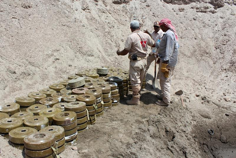 Yemeni demining experts prepare to destroy explosives and mines laid by Huthi rebels, in the southern city of Aden (AFP Photo/Saleh Al-Obeidi)