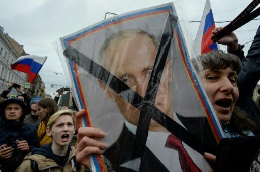 Opposition supporters attended an unauthorized anti-Putin rally called by opposition leader Alexei Navalny on May 5 in Saint Petersburg, two days ahead of Vladimir Putin's inauguration for a fourth Kremlin term
