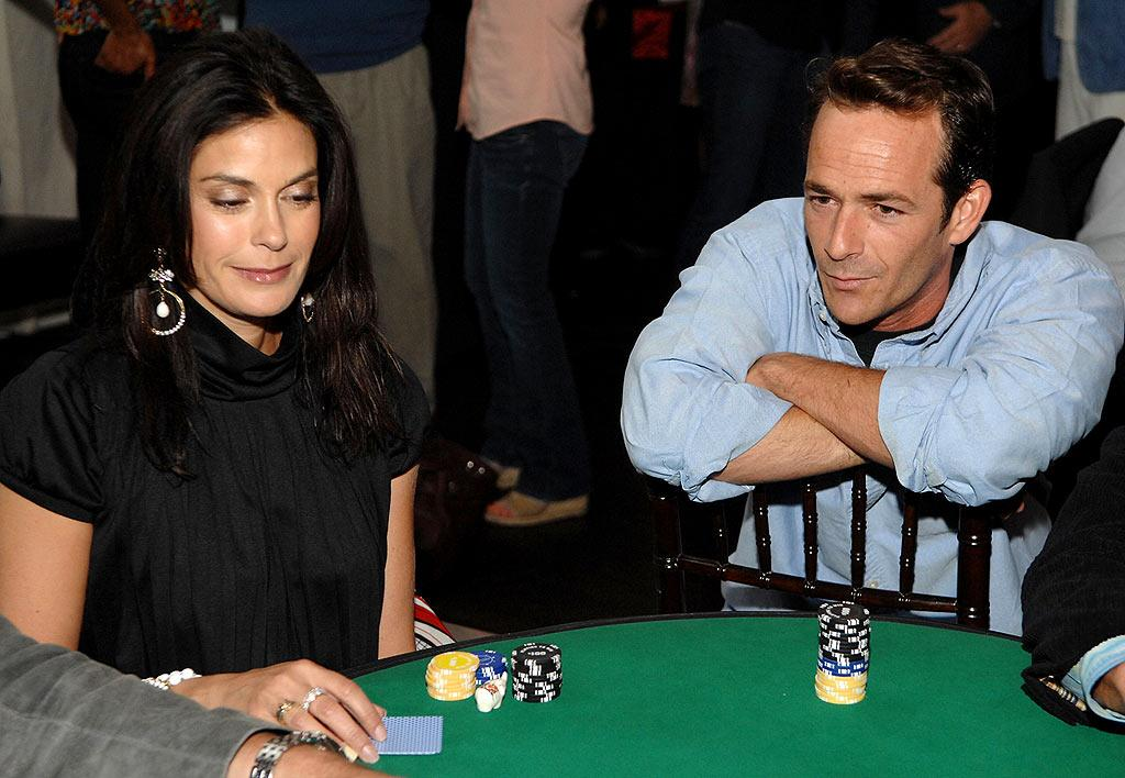 "Is Luke Perry talking trash to Teri Hatcher? John Shearer/<a href=""http://www.wireimage.com"" target=""new"">WireImage.com</a> - May 8, 2008"