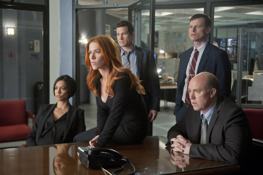 """<b>""""Unforgettable""""</b><br><br>Tuesday, 5/8 at 10 PM on CBS<br><br><a href=""""http://yhoo.it/IHaVpe"""">More on Upcoming Finales </a>"""