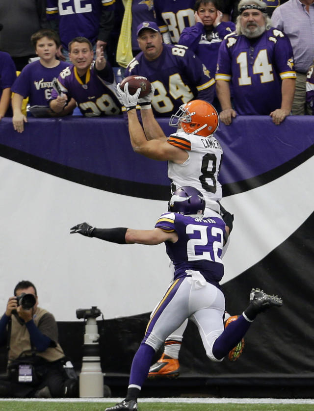 Cleveland Browns tight end Jordan Cameron, top, catches a 7-yard touchdown pass over Minnesota Vikings free safety Harrison Smith (22) during the second half of an NFL football game Sunday, Sept. 22, 2013, in Minneapolis. The Browns won 31-27. (AP Photo/Ann Heisenfelt)