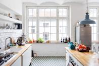 "<p>There's on special ingredient that'll give you a streak-free clean, says Button—and that's <a href=""https://www.getgreenbewell.com/no-streak-homemade-glass-cleaner-without-vinegar/"" rel=""nofollow noopener"" target=""_blank"" data-ylk=""slk:cornstarch"" class=""link rapid-noclick-resp"">cornstarch</a>. In a large bowl, combine one cup of hot water and one cup of rubbing alcohol. Then, whisk in four tablespoons of cornstarch. Transfer to a spray bottle, and spritz onto windows, mirrors, or glass before wiping clean with a microfiber cloth. </p><p><a class=""link rapid-noclick-resp"" href=""https://www.amazon.com/Amazon-Brand-Isopropyl-Alcohol-Antiseptic/dp/B07J49CD76?tag=syn-yahoo-20&ascsubtag=%5Bartid%7C10063.g.35096731%5Bsrc%7Cyahoo-us"" rel=""nofollow noopener"" target=""_blank"" data-ylk=""slk:SHOP RUBBING ALCOHOL"">SHOP RUBBING ALCOHOL</a></p>"