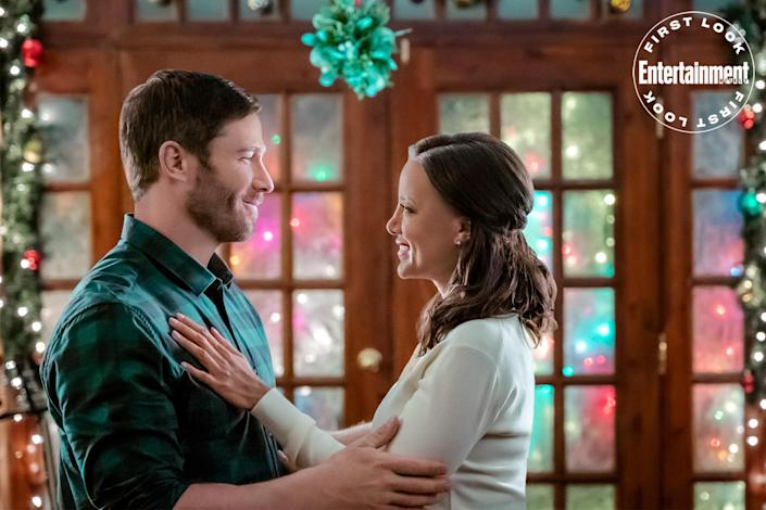 """<p><strong>Premieres:</strong> Oct. 23, 10 p.m. ET/PT, Hallmark Movies & Mysteries</p> <p><strong>Stars:</strong> Heather Hemmens, Luke Macfarlane, Sheryl Lee Ralph </p> <p><strong>Contains:</strong> String instruments, a classical-meets-country romance</p> <p><strong>Official description:</strong> """"Concert violinist Beth tutors the daughter of reclusive country music star Sean to prep her for the holiday concert. They are joined through the connective power of music.""""</p>"""