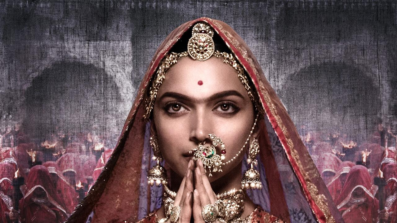 <p>Set in medieval Rajasthan, Queen Padmavati is married to a noble king and they live in a prosperous fortress with their subjects until an ambitious Sultan hears of Padmavati's beauty and forms an obsessive love for the Queen of Mewar. </p>