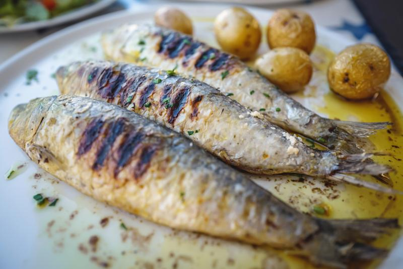 Could eating oily fish lower the risk of heart attack? (Getty Images)