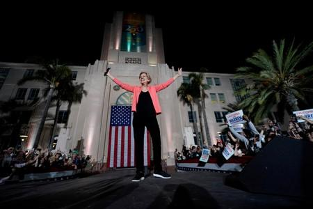 FILE PHOTO: U.S. democratic presidential candidate Elizabeth Warren holds an outdoor rally in San Diego, California