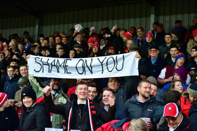 Gloucester fans mock Saracens following their punishment for breaching salary cap rules