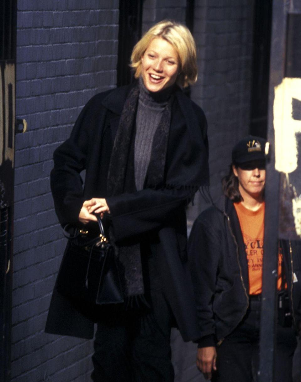 <p>Gwyneth Paltrow exemplified stylish sweater weather while filming her movie, <em>A Perfect Murder</em>.</p>