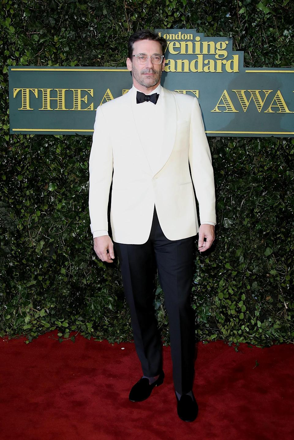 <p>The actor ditched black and chose a cream tux. <i>[Photo: Getty]</i> </p>