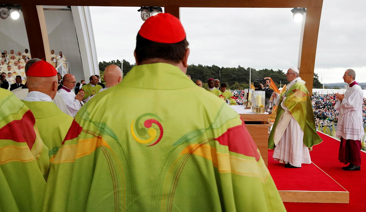 <p>Pope Francis arrives to lead the World Meeting of Families closing mass in Phoenix Park, Dublin, Ireland, Aug. 26, 2018. (Photo: Stefano Rellandini/Reuters) </p>