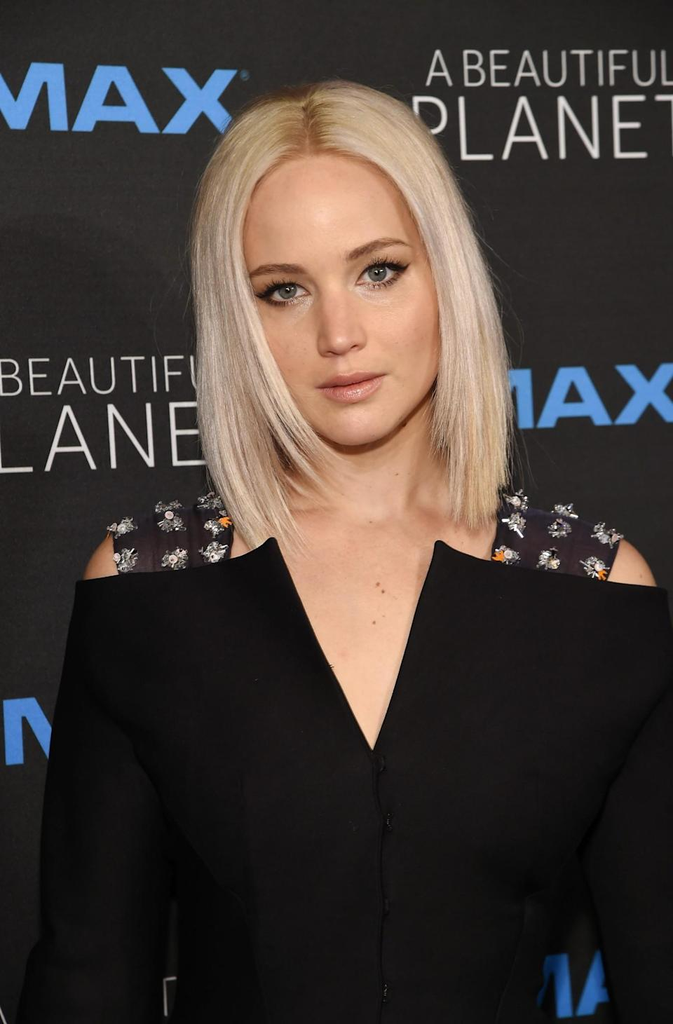 <p>J Law appeared to be channelling Victoria Beckham circa 2007 with this sleek 'pob' that she debuted at the NYC premiere of 'A Beautiful Planet'. [Photo: Getty] </p>