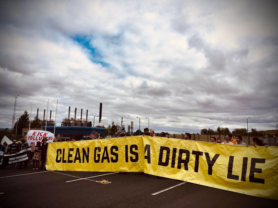 Protesters at the Mosmorran chemical plant in west Fife (Climate Camp Scotland )