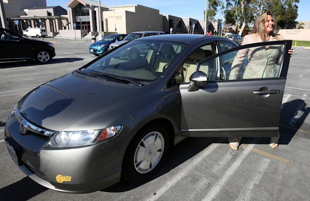 Heather Peters says her 2006 Honda Civic Hybrid never achieved the 50 mpg Honda claimed in its advertising.