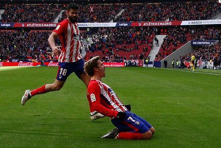 FILE PHOTO - Soccer Football - La Liga Santander - Atletico Madrid vs Celta Vigo - Wanda Metropolitano, Madrid, Spain - March 11, 2018 Atletico Madrid's Antoine Griezmann celebrates scoring their first goal with Diego Costa REUTERS/Javier Barbancho