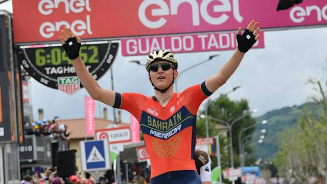 The chasing pack at the Giro d'Italia could not make up any ground on Simon Yates on Tuesday, as he instead extended his lead.