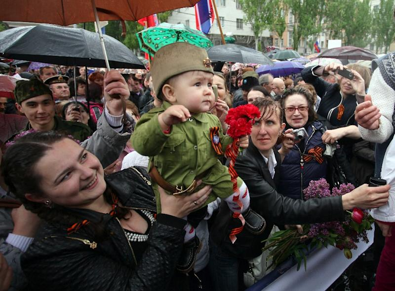 People take part in the Victory Day parade of the self-proclaimed Donetsk People's Republic in Donetsk, Ukraine, on May 9, 2015 (AFP Photo/Aleksey Filippov)