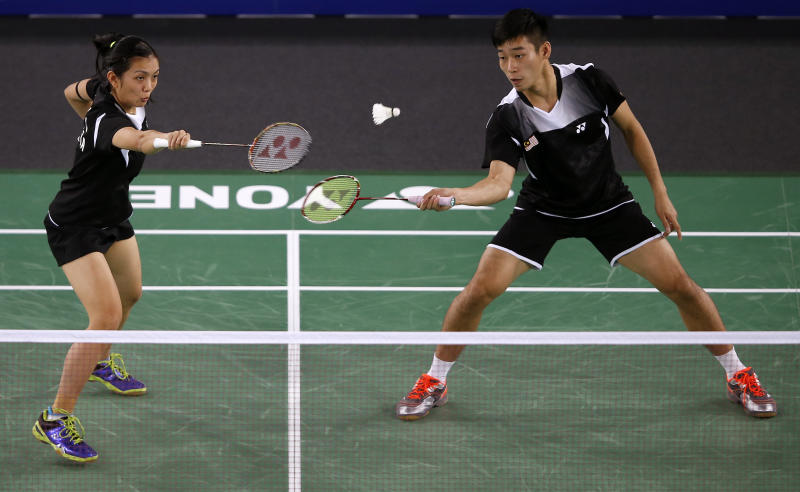 Malaysia's Chan Peng Soon (R) and Lai Pei Jing return to England's Gabrielle Adcock and Chris Adcock during their Mixed Teams gold medal match at the Emirates Arena at the 2014 Commonwealth Games in Glasgow on July 28, 2014 (AFP Photo/Adrian Dennis)