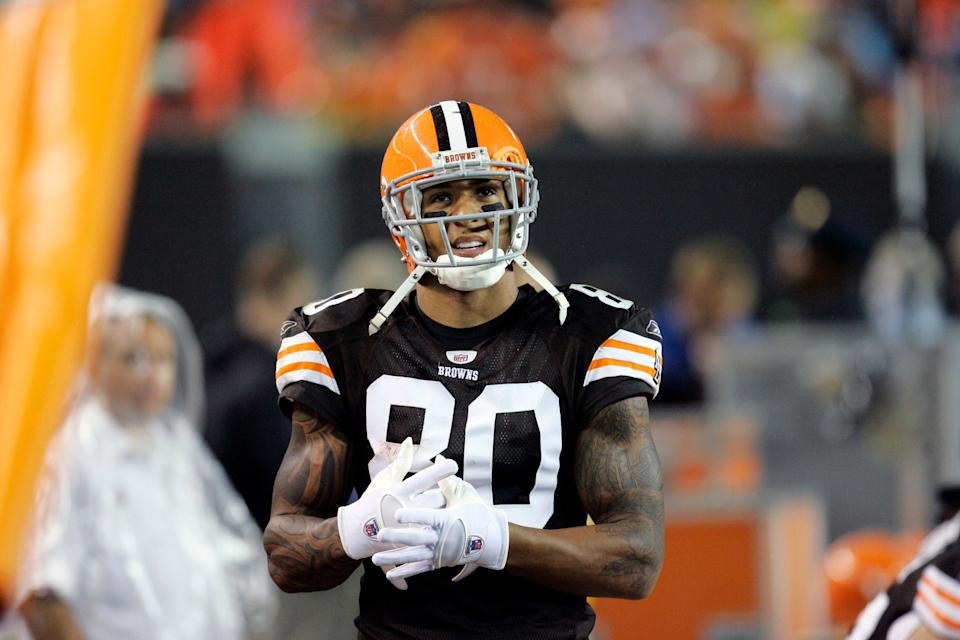 Cleveland Browns tight end Kellen Winslow looks at the scoreboard during a 10-6 loss to the Pittsburgh Steelers in an NFL football game Sunday, Sept. 14, 2008, in Cleveland. (AP Photo/Tony Dejak)