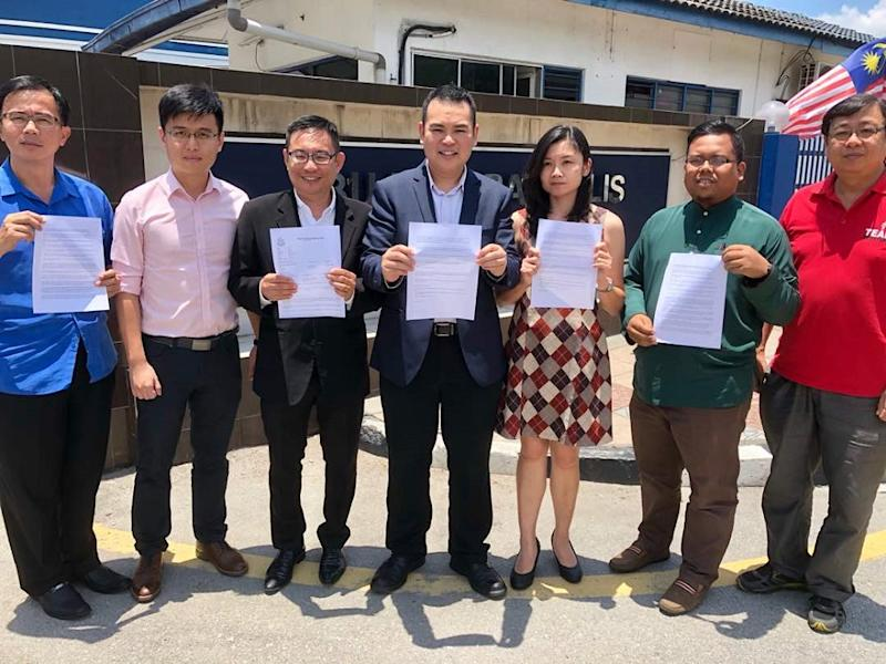 Keranji assemblyman Chong Zhemin (fourth left) lodged a police report against Datuk Seri Tajuddin Abdul Rahman at the Ipoh police district headquarters September 3, 2018. — Picture by Marcus Pheong