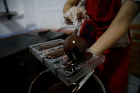 Adriana Pino makes chocolate bars at the +58 Cacao chocolate factory in Caracas, Venezuela October 6, 2017. REUTERS/Carlos Garcia Rawlins