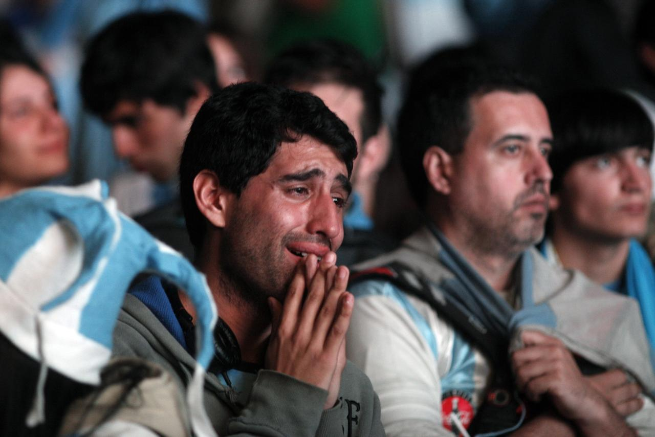 Argentina's fans react after Argentina loss to Germany in their 2014 World Cup final soccer match in Brazil, at a public square viewing area in Buenos Aires July 13 2014. REUTERS/Martin Acosta (ARGENTINA - Tags: SPORT SOCCER WORLD CUP)