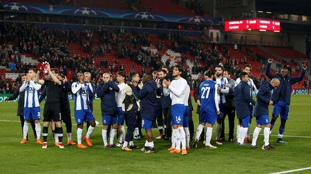 Porto players applaud fans after the match. REUTERS/Andrew Yates