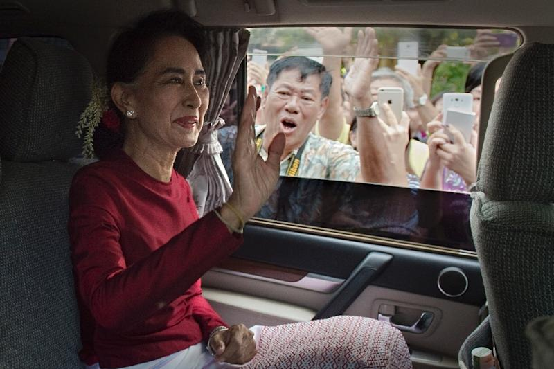Myanmar opposition leader and head of the National League for Democracy (NLD) Aung San Suu Kyi leaves her house to cast her vote at a polling station in Yangon on November 8, 2015 (AFP Photo/Nicolas Asfouri)
