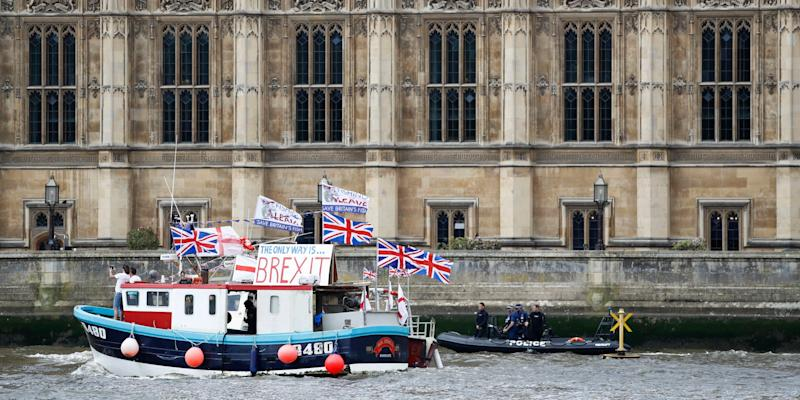 Brexiteers to dump fish in Thames to protest at European Union deal
