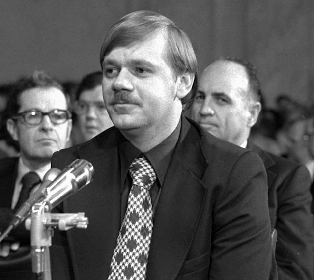 <p>Washington police officer Carl Shoffler pauses during testimony before the Senate Watergate Investigating Committee in Washington, May 18, 1973. Behind Shoffler is James McCord, the second witness who testifed at the hearing. (Photo: AP) </p>