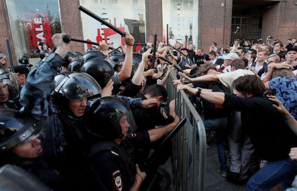 PHOTO: Law enforcement officers clash with demonstratorsduring a rally calling for opposition candidates to be registered for elections to MoscowCity Duma, the capital's regional parliament, inMoscow, July 27, 2019. (Maxim Shemetov/Reuters)