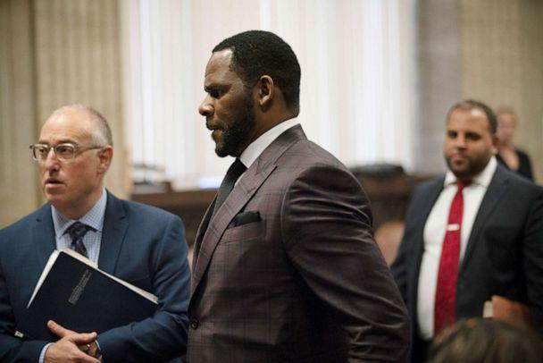 PHOTO: R&B singer R. Kelly (C) appears at a hearing before Judge Lawrence Flood at Leighton Criminal Court Building June 26, 2019 in Chicago, Illinois. (E. Jason Wambsgans-Pool/Getty Images)