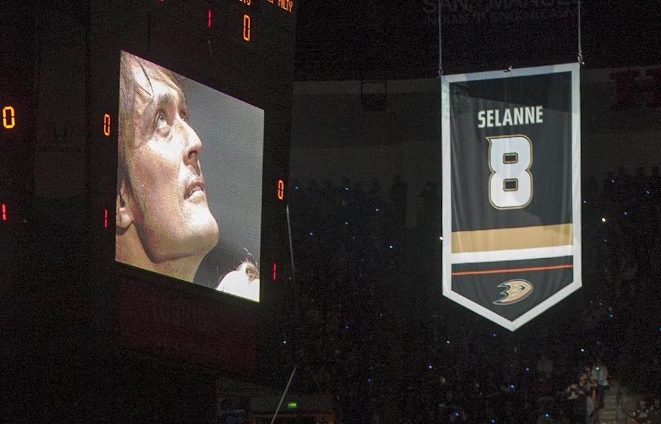 Teemu Selanne is seen on a video screen board looking up at the first banner to be hung at the Honda Center during a ceremony there on Sunday, Jan. 11, 2015, in Anaheim, Calif. The Ducks retired Selanne's number before the NHL hockey game Sunday against the Winnipeg Jets. (AP Photo/The Orange County Register, Michal Goulding )