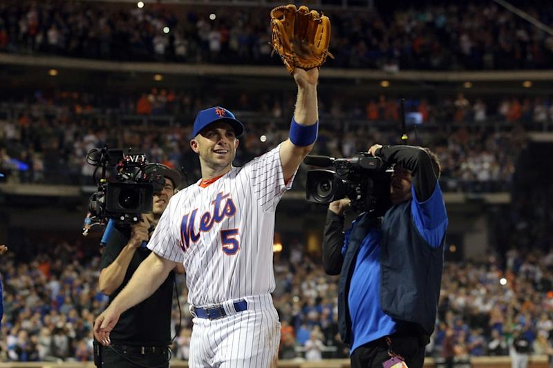David Wright salutes crowd last game