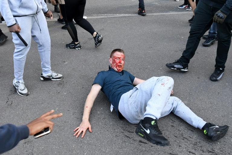 A fight near Waterloo Station on Saturday as protesters supporting the Black Lives Matter movement clashed with opponents in central London (AFP Photo/DANIEL LEAL-OLIVAS)