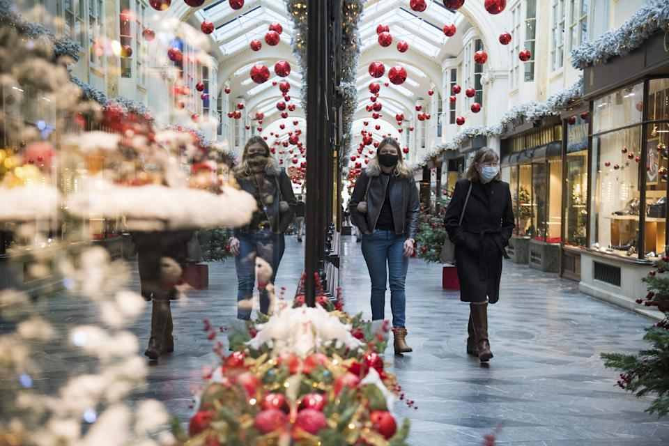 A coronavirus expert has called for the government to replace a family Christmas this year with a bank holiday in 2021. (PA)