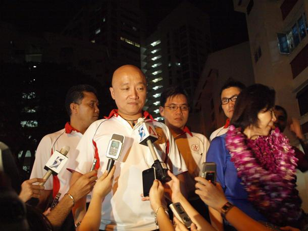 SPP's Benjamin Pwee addresses the media upon the candidates' return to Potong Pasir, following the final vote count for the SMC on Polling Day. (Yahoo! file photo)
