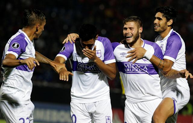 Soccer Football - Paraguay's Cerro Porteno v Uruguay's Defensor Sporting - Copa Libertadores - General Pablo Rojas Stadium, Asuncion, Paraguay - March 13, 2018 - Carlos Benavidez (2nd L) of Defensor Sporting celebrates with team mates after scoring goal. REUTERS/Jorge Adornol.