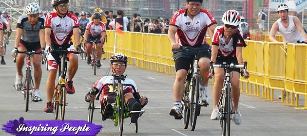 Ezzy Wang competes at the OCBC Cycle Singapore race in 2010. (Ezzy Wang photo)