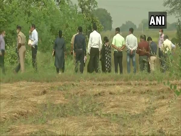 CBI team collects samples from spot where hathras victim cremated. Photo/ANI