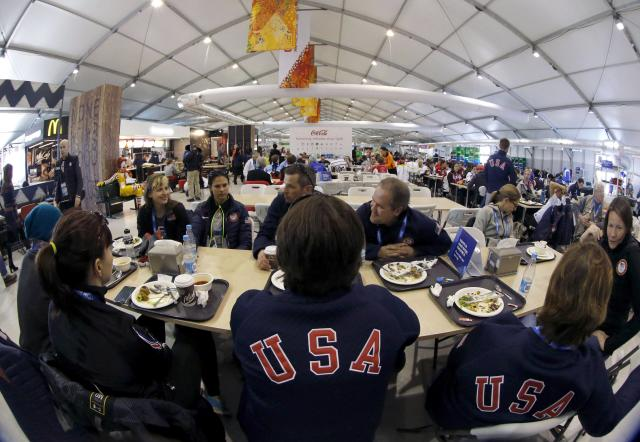 Members of the U.S. Olympic team eat in the main dining hall inside the Coastal Athlete's Village at the Olympic Park in Sochi, February 4, 2014. Sochi will host the 2014 Winter Olympic Games from February 7 to February 23. REUTERS/Alexander Demianchuk (RUSSIA - Tags: SPORT OLYMPICS)