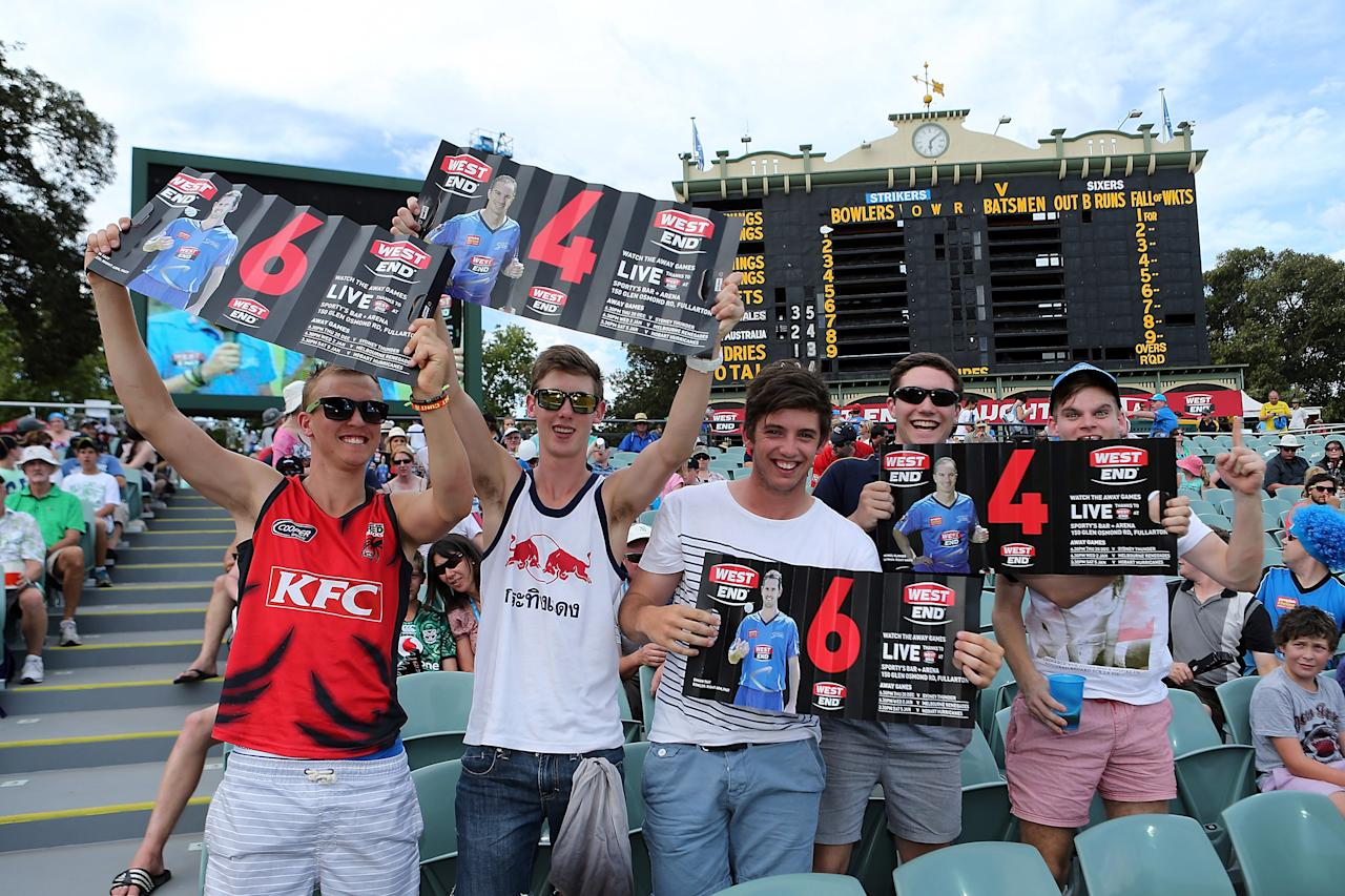 ADELAIDE, AUSTRALIA - DECEMBER 23: Spectators enjoy the atmosphere during the Big Bash League match between the Adelaide Strikers and the Sydney Sixers at Adelaide Oval on December 23, 2012 in Adelaide, Australia.  (Photo by Morne de Klerk/Getty Images)
