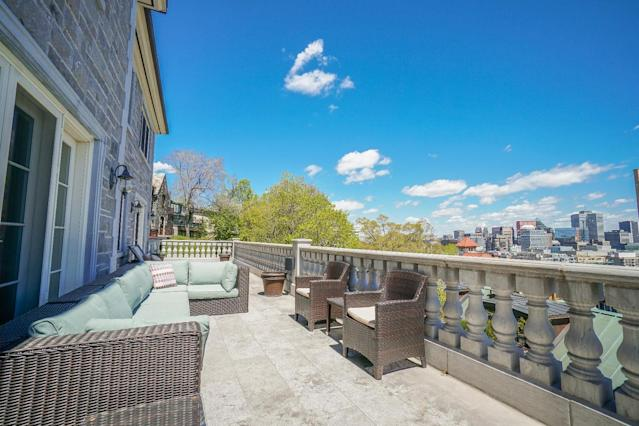 <p>With its central location, the home offers some incredible views of Montreal. (Listing via <span>Royal LePage</span>) </p>