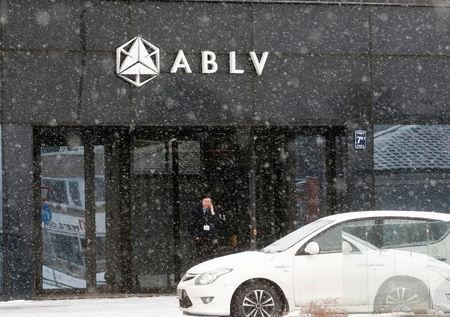 Shareholders of Latvia's troubled bank choose liquidation